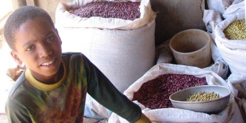 Kigali-Market-boy-w-grain-crop